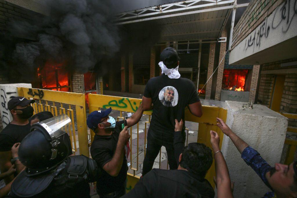دخان ودم واعتقالات.. ماذا حدث في ليلة مطاردة الفصائل المسلحة؟