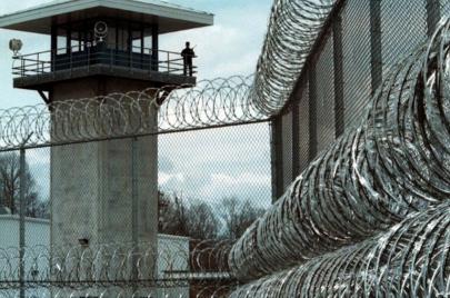 الأمن النيابية: هروب تجّار المخدرات من سجن القناة