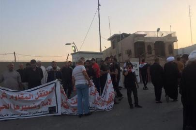 صدريون يتظاهرون أمام الهيئة السياسية: جوعتم عوائلنا!