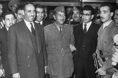 بالصور: عبد السلام عارف في القاهرة.. زيارة صالون النساء العراقيات