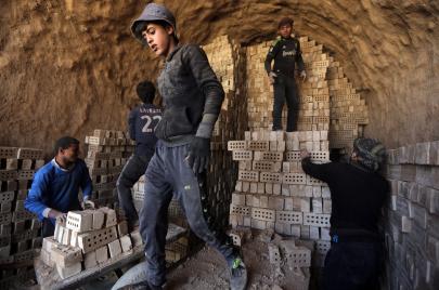 عمال العراق.. غير مرحب بهم في الداخل والخارج