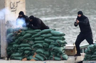 قنابل عسكرية قاتلة ضد رؤوس المتظاهرين..