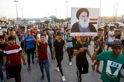 صحيفة خامنئي تنتقد السيستاني.. واستنفار في السفارة الإيرانية ببغداد