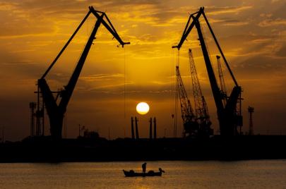 العراق يكشف عن مشاريع ضخمة للطاقة والنفط