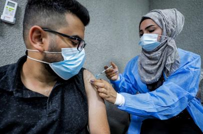 الصحة تتحدث عن المروجين ضد اللقاح: يهددون الأمن الصحي