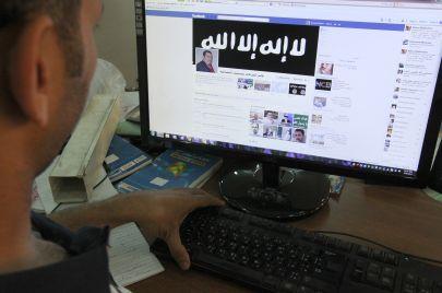 فيسبوك في العراق.. على قياس العشيرة وأزلام الحكم