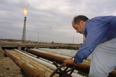 العراق يعلن خطته النفطية في آب: تخفيض إضافي بمقدار 400 برميل يوميًا