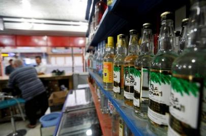 طريق الكحول إلى العراق.. تجارة تحكمها ميليشيات دينية وأحزاب سياسية