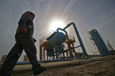 الشركات الأمريكية تبيع حصصها... كيف تستثمر إيران النفط العراقي من خلال الصين؟